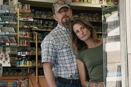 """Matt Damon als Bill und Camille Cottin als Virginie in einer Szene des Films """"Stillwater"""" (undatierte Filmszene). Foto: Jessica Forde/Focus Features/Universal Pictures/dpa"""