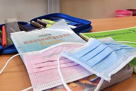 Nach Berlin und Bayern, will nun auch NRW die Maskenpflicht für Schülerinnen und Schüler im Unterricht lockern. Foto: Patrick Pleul/dpa-Zentralbild/dpa