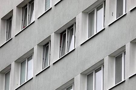 In der Bundesregierung werden bereits Hilfen für Mieter erwogen, die wegen der Corona-Krise ihre Wohnungsmiete nicht mehr zahlen können. Foto: Bernd Wüstneck/dpa