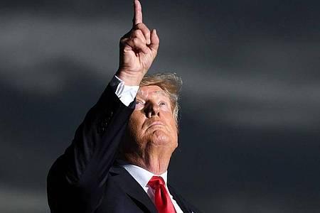 Der ehemalige US-Präsident Donald Trump hat Vermögen eingebüßt. Foto: Jason Behnken/AP/dpa