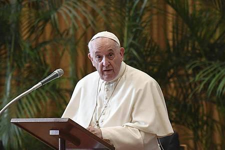 Papst Franziskus hat tief betroffen auf einen Bericht über sexuellen Missbrauch in der katholischen Kirche in Frankreich reagiert. Foto: Alessandro Di Meo/Pool ANSA/AP/dpa