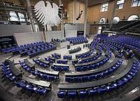Mehr als zwei Drittel der Deutschen halten den Bundestag mit seinen jetzt schon 709 Mitgliedern für zu groß. Foto: Fabian Sommer/dpa