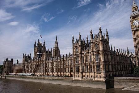 Ein Abgeordneter des britischen Parlaments soll mit einem Messer angegriffen worden sein. Symbolbild. Foto: Stefan Rousseau/PA Wire/dpa