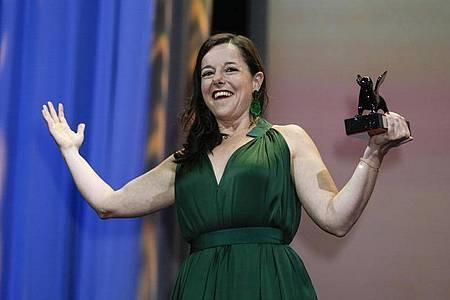 Der Orizzonti-Preis für die beste Schauspielerin geht an Laure Calamy für ihre Rolle in «Full Time». Foto: Domenico Stinellis/AP/dpa
