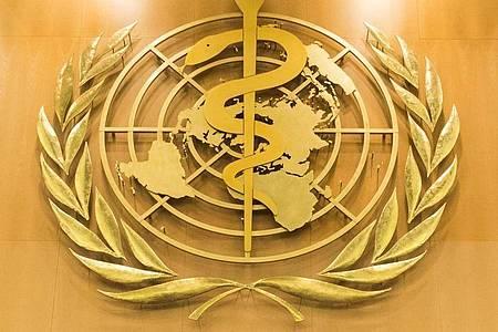 Das Logo der Weltgesundheitsorganisation (WHO) im europäischen Hauptquartier der Vereinten Nationen in Genf. Foto: Peter Klaunzer/KEYSTONE/dpa
