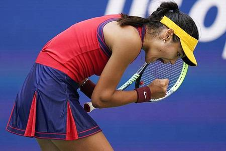 Emma Raducanu hat bei den US Open das Halbfinale erreicht. Foto: Seth Wenig/AP/dpa