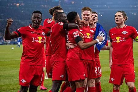 Die Profis von RB Leipzig hatten beim FCSchalke 04 leichtes Spiel. Foto: Guido Kirchner/dpa