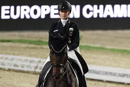 Jessica von Bredow-Werndl gewann bei der Dressur-EM ihre dritte Goldmedaille. Foto: Friso Gentsch/dpa