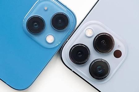 Rein optisch ähneln die 13er-iPhones ihren Vorgängern. Doch die Kamera hat ein großes Upgrade bekommen. Foto: Franziska Gabbert/dpa-tmn