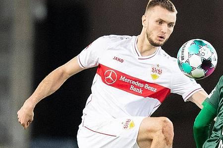 Stuttgarts Sasa Kalajdzic wird dem Fußball-Bundesligisten VfB Stuttgart wahrscheinlich mehrere Wochen fehlen. Der Torjäger zog sich eine Schulterverletzung zu. Foto: Tom Weller/dpa