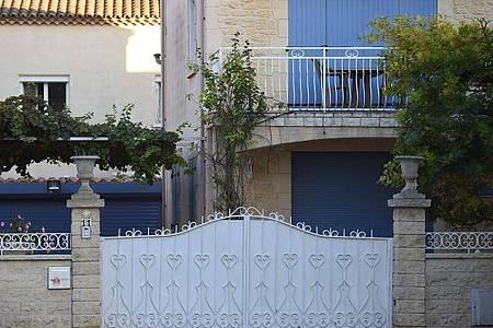 In der Wohnung in der Küstenstadt Agde fanden Beamte Kampfspuren und eine Leiche. Foto: Sylvain Thomas/AFP/dpa