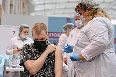 In Russland sind bisher nur 34 Prozent der Bevölkerung gegen das Corona-Virus geimpft. Foto: Evgeny Sinitsyn/XinHua/dpa