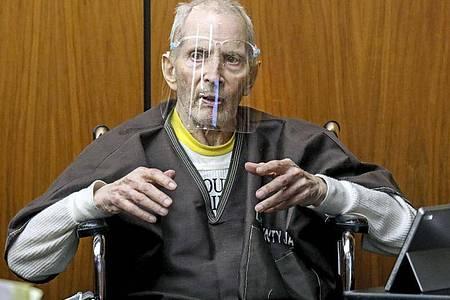 Dieses Archivbild zeigt den 78-jährigen Robert Durst während des Prozesses in einem kalifornischenGerichtssaal. Der Millionär und Immobilienerbe ist wegen Mordes an einer Freundin vor über 20 Jahren zu lebenslanger Haft ohne Bewährung verurteilt worden. Foto: Gary Coronado/Pool Los Angeles Times via AP/dpa