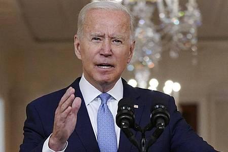 Joe Biden, Präsident der USA, spricht im State Dining Room des Weißen Hauses über den Afghanistan-Abzug. Foto: Evan Vucci/AP/dpa
