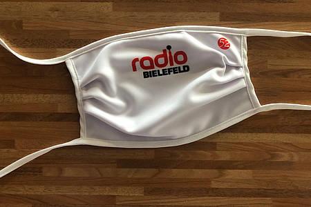 Maske mit Radio Bielefeld Logo