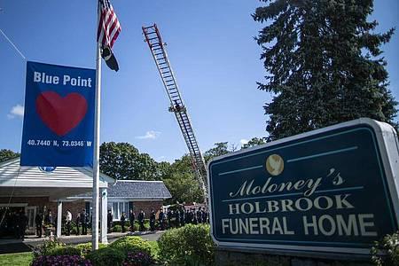 Bei einer emotionalen Trauerfeier in der Nähe von New York wurde der getöteten Gabby Petito gedacht. Foto: Eduardo Munoz Avarez/AP/dpa