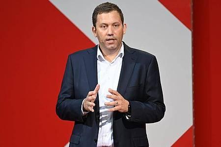 SPD-Generalsekretär Lars Klingbeil kontert Vorwürfen aus der Union. Foto: Britta Pedersen/dpa-Zentralbild/dpa