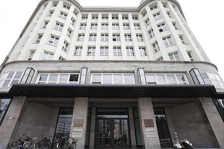 Das Gebäude mit der Hausnummer 1 in Berlins Torstraße hat eine lange Geschichte. Foto: Florian Schuh/dpa