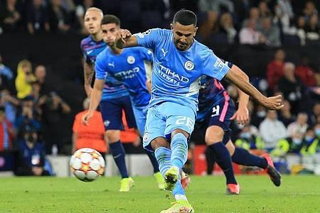 Riyad Mahrez verwandelte für Man City einen Elfmeter zum 3:1. Foto: Parnaby Lindsey/dpa