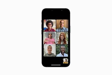 Nicht der Hintergrund soll gut aussehen, sondern die Gesprächsteilnehmer: Den Porträtmodus der Kamera-App beherrscht nun auch Facetime. Foto: Apple Inc./dpa-tmn