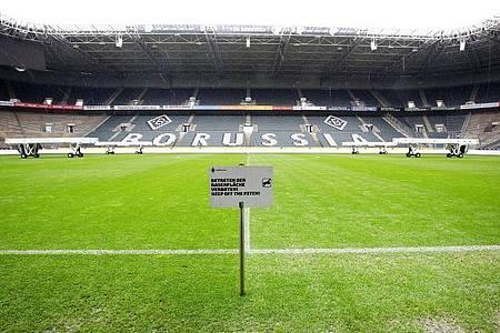 Das Wiederholungsspiel zwischen Borussia Mönchengladbach und dem 1. FC Köln findet in einem Borussia-Park ohne Zuschauer statt. Foto: Roland Weihrauch/dpa