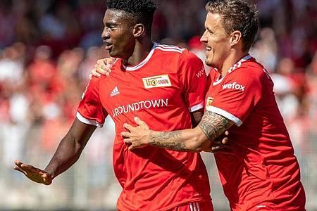 Der 1. FC Union Berlin um Taiwo Awoniyi (l) und Max Kruse ist in der Conference League gefordert. Foto: Andreas Gora/dpa