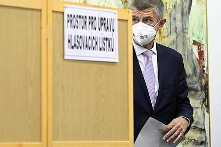 Andrej Babis bei der Stimmabgabe am Freitag. Foto: Deml Ondøej/CTK/dpa