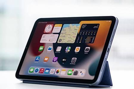 Der Bildschirm des neuen iPad mini misst 8,3 Zoll in der Diagonalen. Das ist ein kleiner Zuwachs von 1,7 Zentimetern im Vergleich zum Vorgängermodell. Foto: Franziska Gabbert/dpa-tmn
