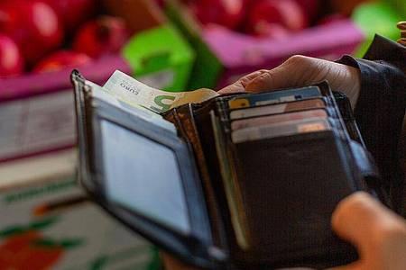 Die Teuerungsrate hat nach knapp 28Jahren wieder die Vier-Prozent-Marke überschritten. Foto: Fernando Gutierrez-Juarez/dpa-Zentralbild/dpa