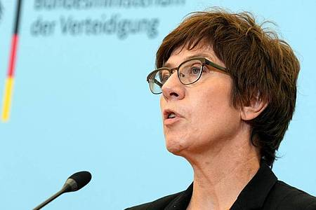 Annegret Kramp-Karrenbauer (CDU), Bundesministerin der Verteidigung. Foto: Kay Nietfeld/dpa-Pool/dpa