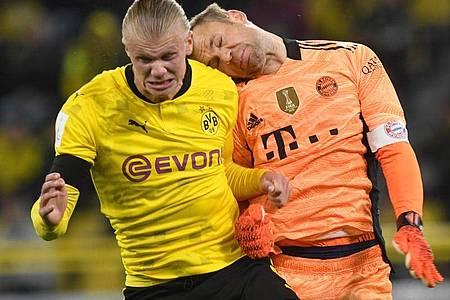 Torwart Manuel Neuer (r) verletzte sich im Supercup gegen den BVB. Foto: Bernd Thissen/dpa