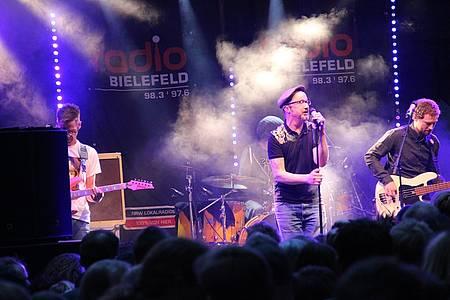 Band spielt auf der Radio Bielefeld Bühne