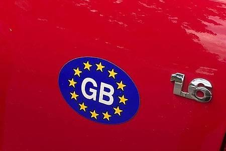 Ein «GB»-Sticker reicht künftig nicht mehr. Foto: Benedikt von Imhoff/dpa