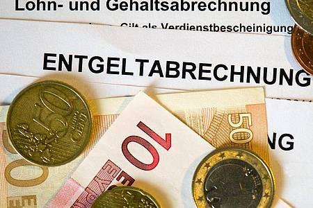 Die Löhne in Ostdeutschland sind noch immer deutlich niedriger als in Westdeutschland. Das belegen Daten der Statistischen Ämter des Bundes und der Länder. Foto: Arno Burgi/dpa-Zentralbild/dpa-tmn