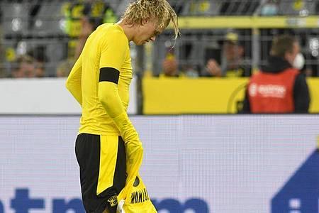 BVB-Stürmer Erling Haaland verlässt nach der Supercup-Niederlage enttäuscht den Platz. Foto: Bernd Thissen/dpa