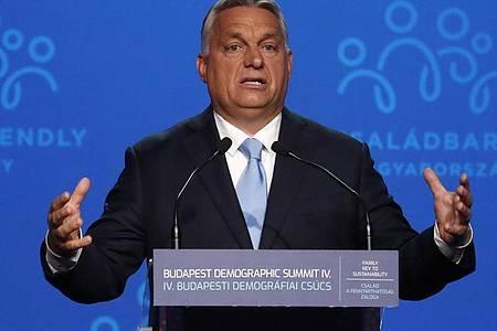 Ungarn unter Premier Viktor Orban steht wegen der Aushöhlung von Demokratie und Rechtsstaatlichkeit selbst stark in der Kritik. Foto: Laszlo Balogh/AP/dpa