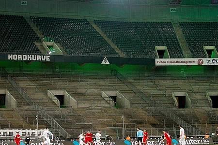 Die DFL soll bei möglichen Geisterspielen nur 239 Menschen ins Stadion lassen. Foto: Roland Weihrauch/dpa
