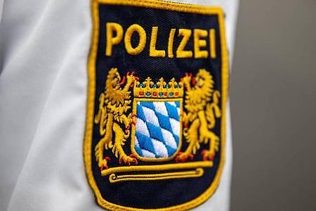 Die Polizei in Bayern pflegt eine Datenbank mit Personalien von Fußballfans und wird deswegen kritisiert. Foto: Daniel Karmann/dpa