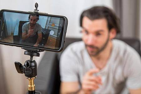 Film ab: Wer auf Youtube erfolgreich sein möchte, sollte in seinen Videos authentisch sein. Foto: Christin Klose/dpa-tmn