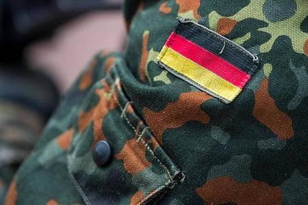 Ermittler haben eine als rechtsextrem eingestufte Wehrsportgruppe aus Soldaten und Reservisten enttarnt. Foto: Monika Skolimowska/zb/dpa