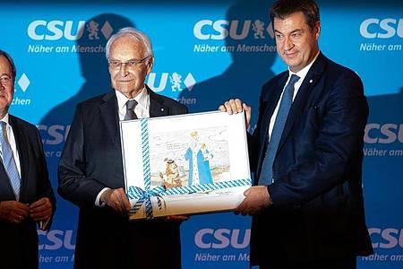 Der ehemalige bayerische Ministerpräsident Edmund Stoiber (M, CSU), CSU-Vorsitzender Markus Söder (r), CSU-Vorsitzender und CDU-Chef Armin Laschet. Foto: Sven Hoppe/dpa