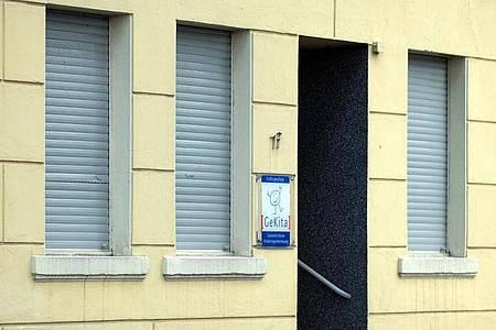 Nach dem Tod eines zweijährigen Jungen in einer städtischen Mini-Kita in Gelsenkirchen ermittelt die Polizei «in alle Richtungen». Foto: Federico Gambarini/dpa