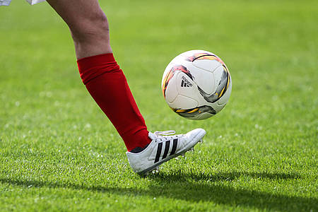 Fußball wird gekickt
