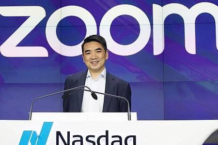 Zoom-CEO Eric Yuan gelobt nach Kritik Besserung bei Sicherheit und Datenschutz. Foto: Mark Lennihan/AP/dpa