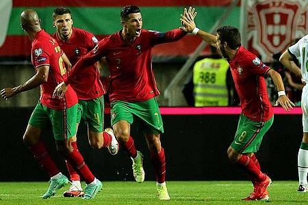 Cristiano Ronaldo (M.) traf in der WM-Qualifikation für Portugal gegen Irland in der Schlussphase doppelt. Foto: Isabel Infantes/PA Wire/dpa