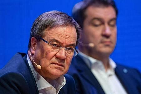 CDU-Chef Armin Laschet (l) will am Montag einen Vorschlag zur personellen Erneuerung vorlegen. Foto: Guido Kirchner/dpa