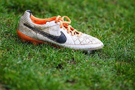 Fußballschuh auf Rasen / Bundesliga