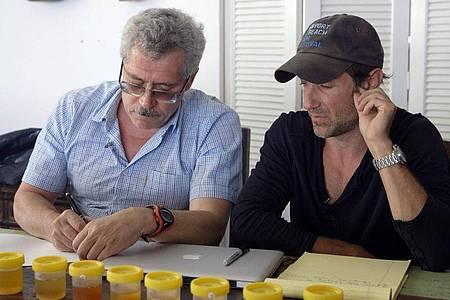 Ikarus-Regisseur Bryan Fogel (r) mit dem russischen Wissenschaftler Grigori Rodschenkow. Foto: Icarus/Netflix /dpa