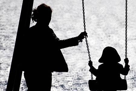 Eine Reform soll viele Frauen und vor allem Mütter aus der «Zweitverdienerinnenfalle» holen. (Archivbild). Foto: Christian Charisius/dpa