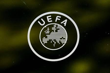 UEFA in Kontakt mit zwölf EM-Gastgebern: Gleicher Spielplan als Ziel. Foto: Jean-Christophe Bott/KEYSTONE/dpa